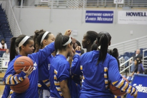 Hofstra Huddle. Photo by: Stacy Podelski/1495 Sports