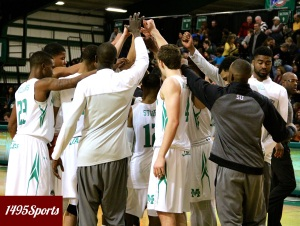 The Manhattan Men's Basketball team huddle. Photo by: Stacy Podelski/1495 Sports